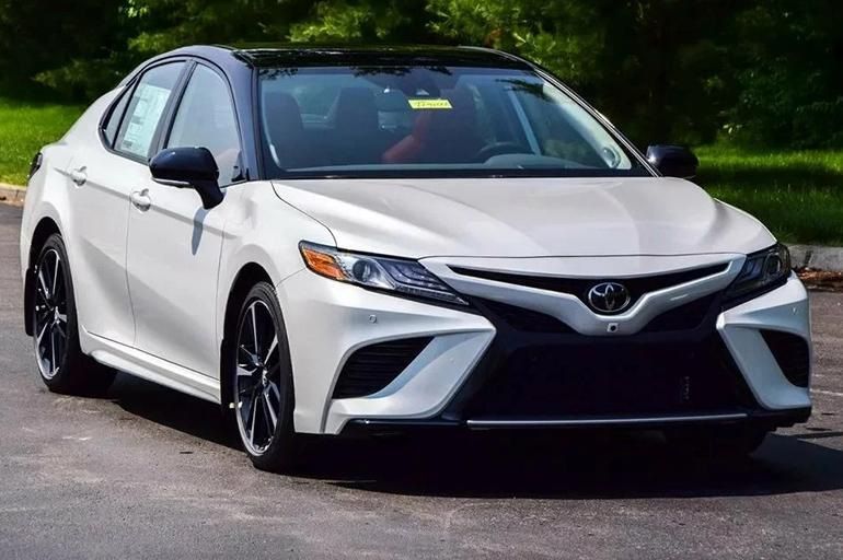 Тойота Камри 2019