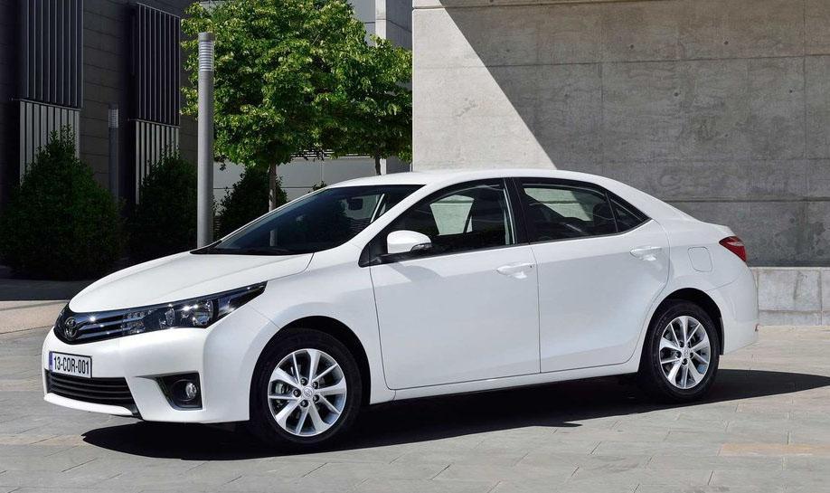 Toyota Corolla 2014 вид сбоку