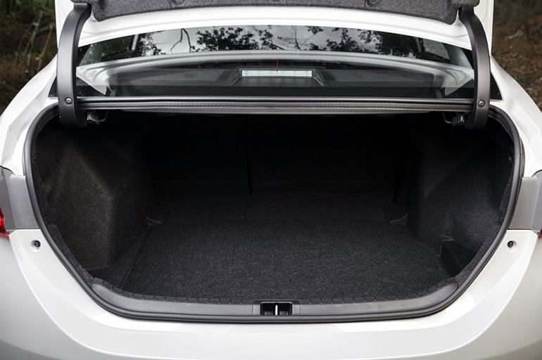 Объем багажника Тойота Королла